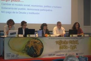 Susana Menéndez Amado presenta la Plataforma por la Auditoría Ciudadana de la Deuda (PACD) en Asturias